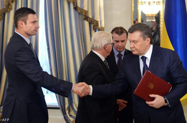 Janukovics 21-én írta alá az ellenzéki vezetőkkel kötött megállapodást