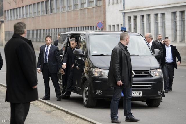 Orbán Viktor miniszterelnök megérkezik az Ózdi Ipari Parkba