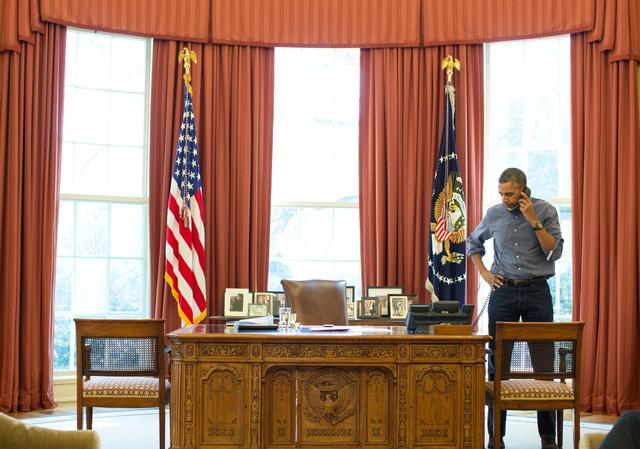 Obama Putyinnal folytatott beszélgetése közben