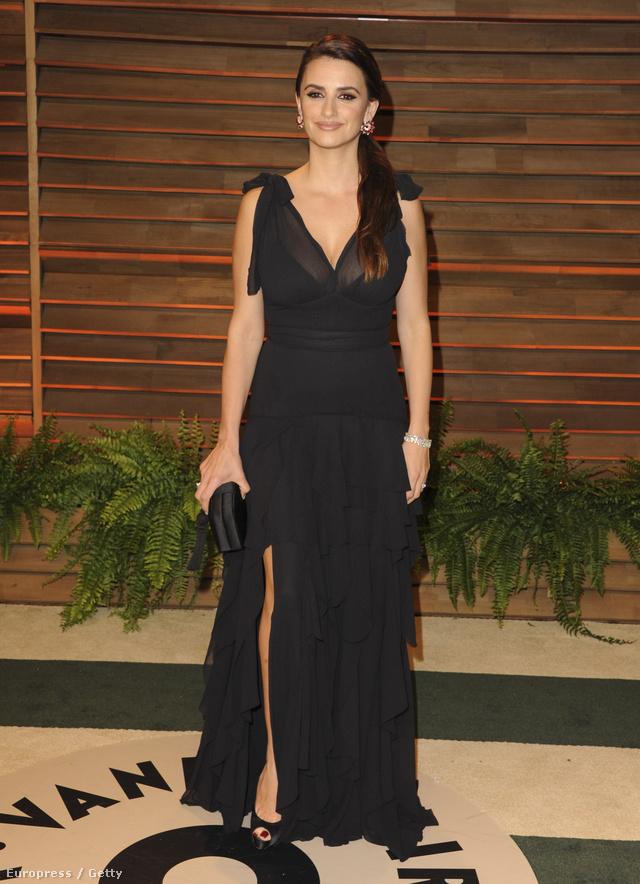 A Vanity Fair partira pedig a H&M Conscious Collection-ből választott ruhát. Meglepő fordulat.