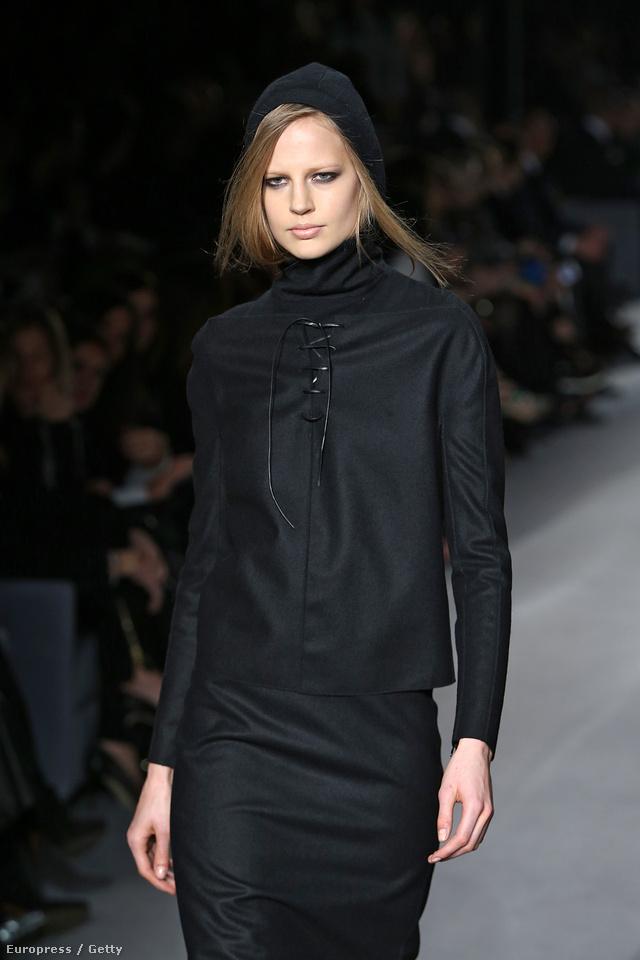 A Vogue Japan márciusi kiadásában is pózoló Erm egyébként több tavaszi-nyári kampányban is feltűnik, vele reklámoz ugyanis a Gucci, a Versace Jeans illetve a Paul & Joe is a szezonban.