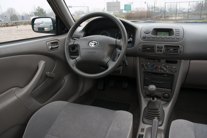 The facelift brought about the integrated audio system with built-in board computer, a cassette player or a CD-player and lousy sound quality. There is now an aftermarket DIN cradle available to replace the unit