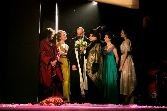 Végül Anatol mindenkit feleségül vett. Vagy nem?