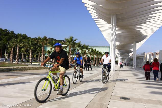 Malaga kikötői része vonzza a sportolni vágyókat