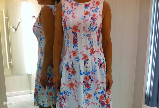 H&M: 9990 Ft. Tisztességes tavszi-nyári ruha, hordható, ráadásul valahogy a mellet is növeli optikailag.