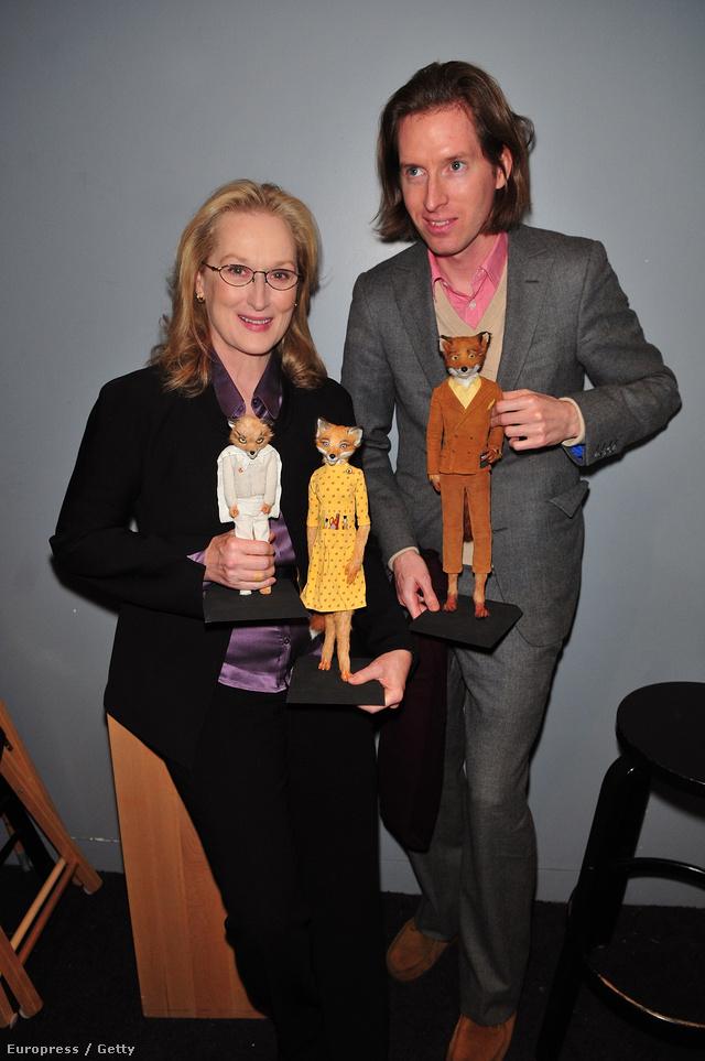 A rendező Meryl Streeppel, és Fantasztikus Róka úrban látott bábokkal.