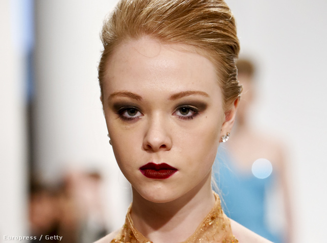 Modell Elsa Dunn kifutóján - nem vámpír.