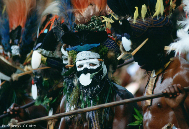 Pápua őslakosok harci díszben