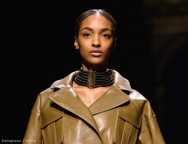 Jourdan Dunn a Balmain kifutóján első modellként lépett kifutóra.
