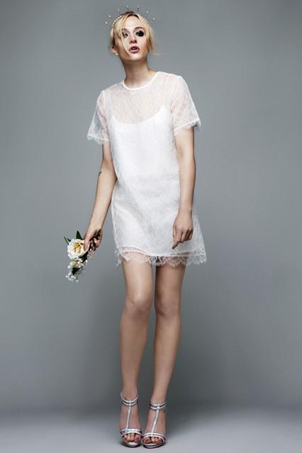 A  Richard Nicollal karöltve készített menyasszonyi ruhákat 2012 májusában.