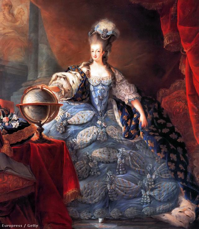 Mária Antónia (Marie Antoinette) 1775 körül elképesztő méretű ruhában diktálta a divatot. Előfordult akkoriban, hogy olyan nehéz volt egy ruha, hogy viselője nem bírt benne felállni.