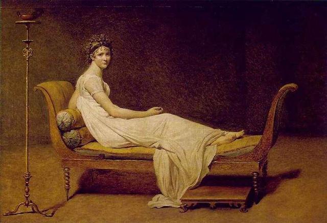 1800: Madame Récamier, Jacques-Louis David festményén. A klasszicizmus és empír idején pár évtizedig kényelmesen járhattak a nők.