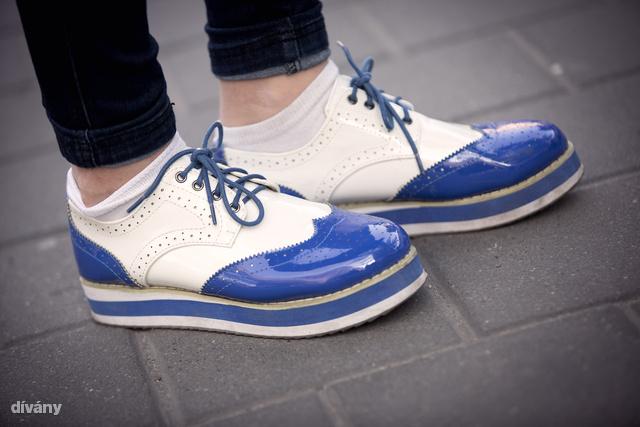 Döbbenet, de ez a cipő az Asia Centerből van