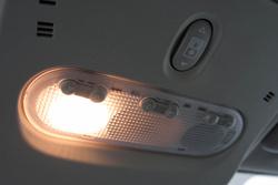 Értem én, hogy ez is világít, de a Clio II lámpáját 1998-ból nem kellett volna átvenni