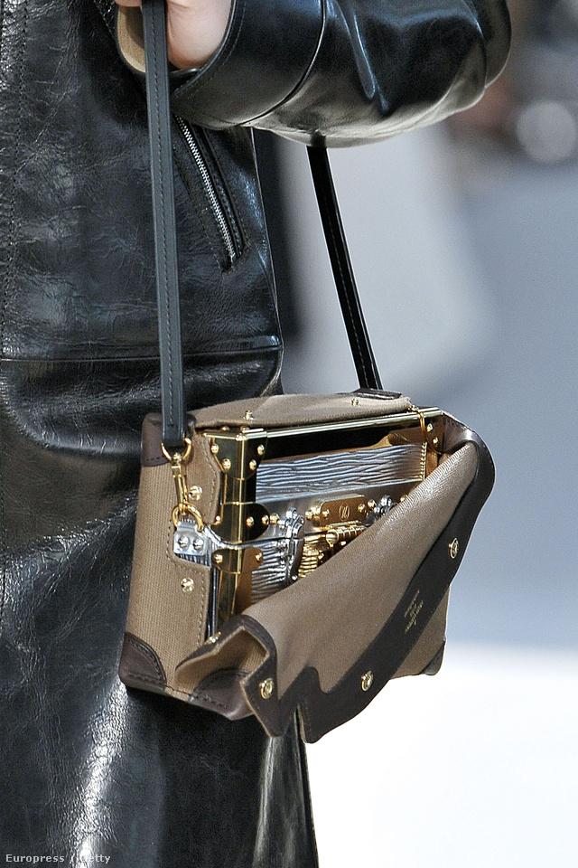 Vetkőztetős táskával debütált a Louis Vuitton új vezető tervezője.