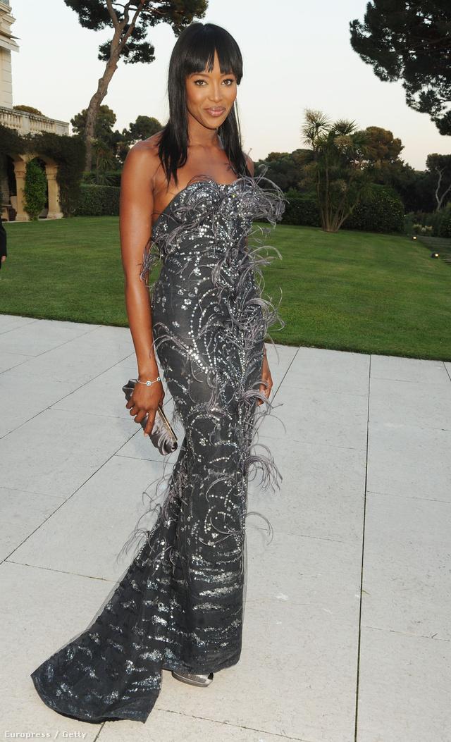 Naomi Campbell a 2010-es  amfAR's Cinema Against AIDS gálán viselte Scott estélyiét.