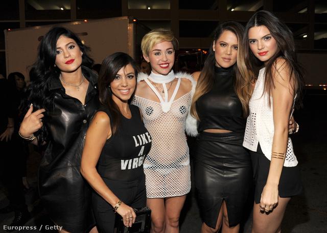 Azért a kép alapján inkább celebnőnek gondolnánk Jennert, mint szupermodellnek.
