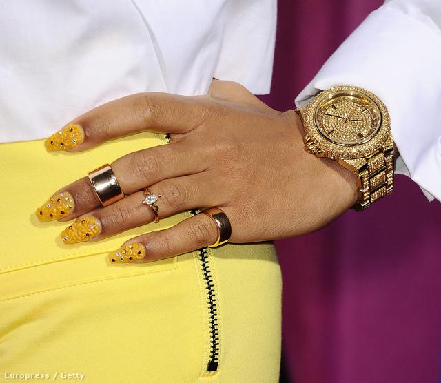 Lil' Mama rapper keze.
