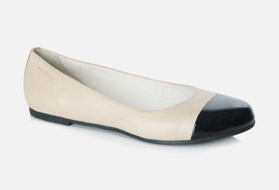 A Vagabond topánja színiben a Chanelre hajaz.