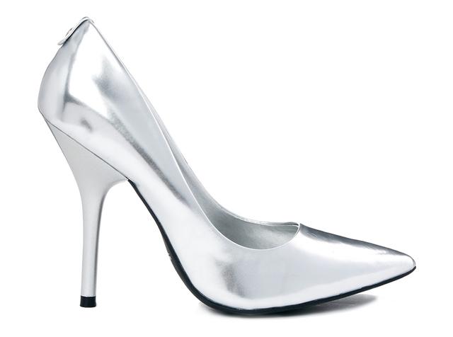 Az ALDO-ban nagyon jó áron lehet metál ezüst magassarkút venni, ez például tízezer forint sincs.