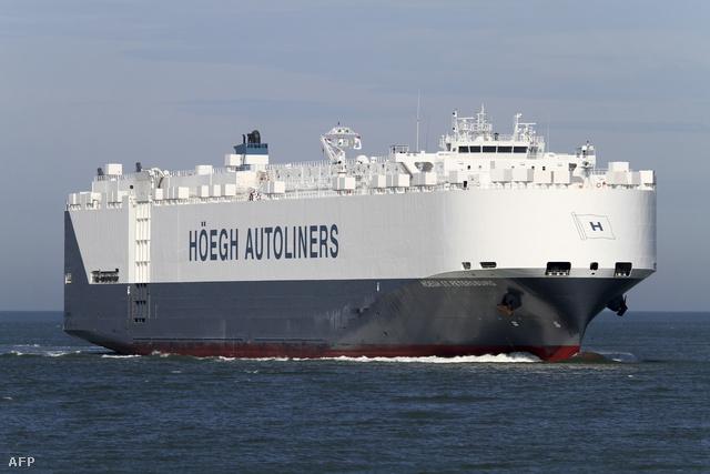 Ez a norvég autószállító teherhajó tartózkodik a környéken.