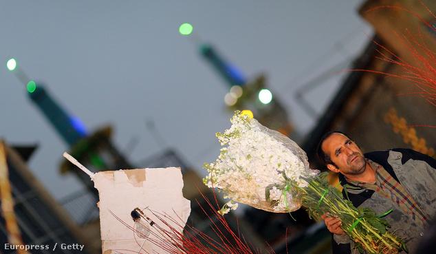 A Norouz, vagyis a perzsa újév Irán egyik legfontosabb ünnepe. Ilyenkor az emberek kitakarítják házaikat, új ruhákat és virágcsokrokat vásárolnak. Jácintból és tulipánból fogy a legtöbb