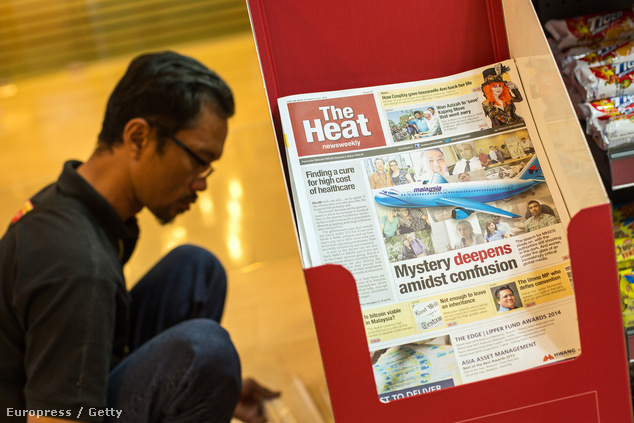 A hírek az eltűnt maláj géppel foglalkoznak