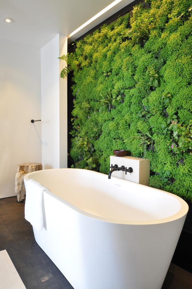 Nekünk abszolút bejön a zuhanyzás alatti növénylocsolás ötlete.