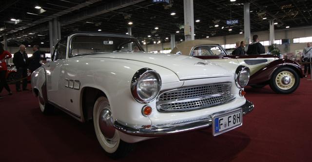 Állítólag egy ilyen Wartburg kabrió annyit ér, mint egy sirályszárnyas Mercedes SL. Durva, nem?