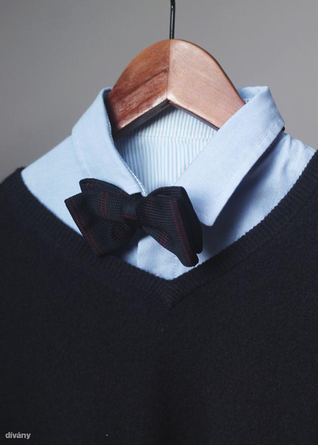 A kék ötven árnyalata. Egy kasmír pulóver önmagában is hangsúlyos.