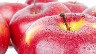 Ezért ne pucolja meg soha az almát!