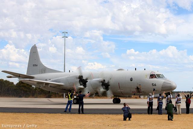 Két és fél hete folyamatosan keresik a gépet. 26 ország mintegy 60 hajója és 50 repülőgépe kutat nyomok után