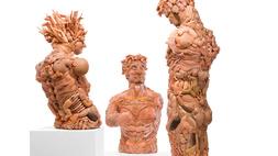Bizarr szobrok lesznek az újrahasznosított gyermekkorból