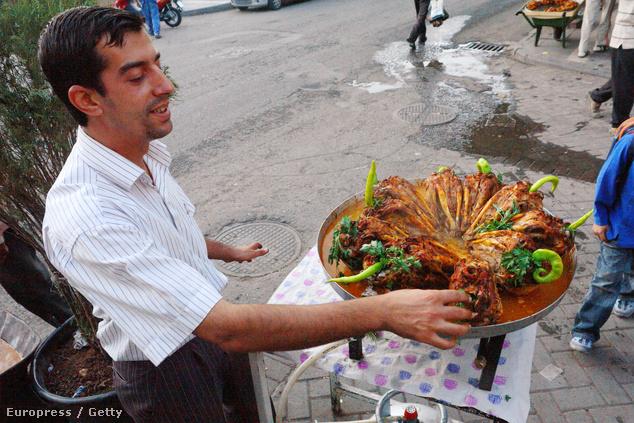 Chilis sült kecskefej, kurd specialitás