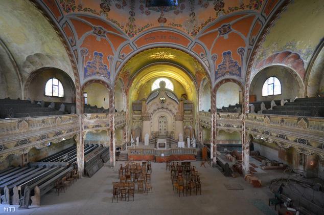 A magyar állam 100 millió forintig terjedő anyagi támogatást ad a zsinagóga belső terének felújításához.