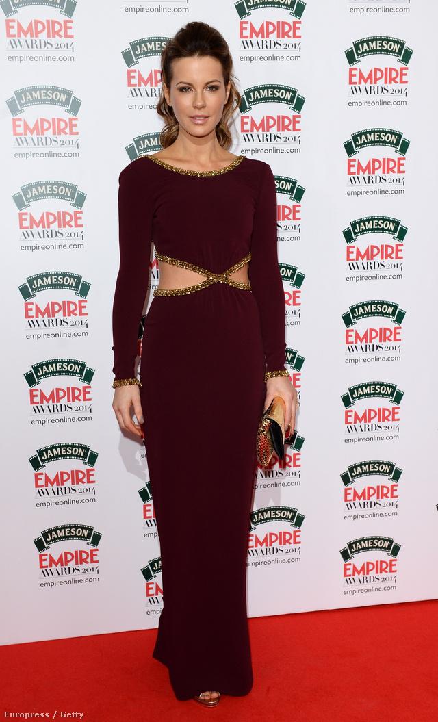Kate Beckinsale Katalin hercegné kedvenc tervezője, Jenny Packham ruhájában vett részt a díjkiosztón.