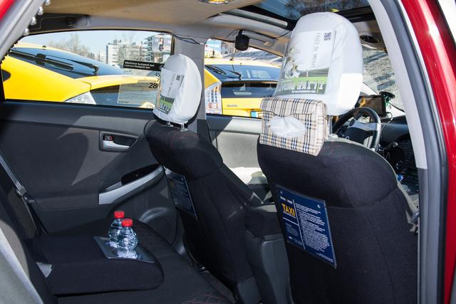City-Prius szolgáltatás: ásványvíz (választhatóan bubis és bubitlan), a szférák zenéje, pormentesség, pézsé