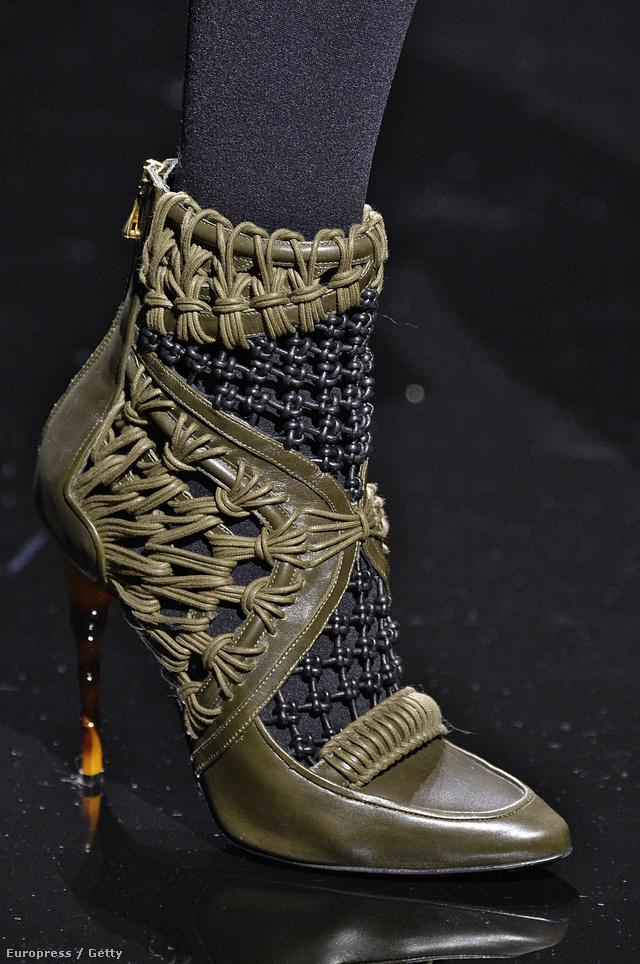 Kétségkívül a Balmain alkotta meg az egyik legmenőbb cipősarkat idén.