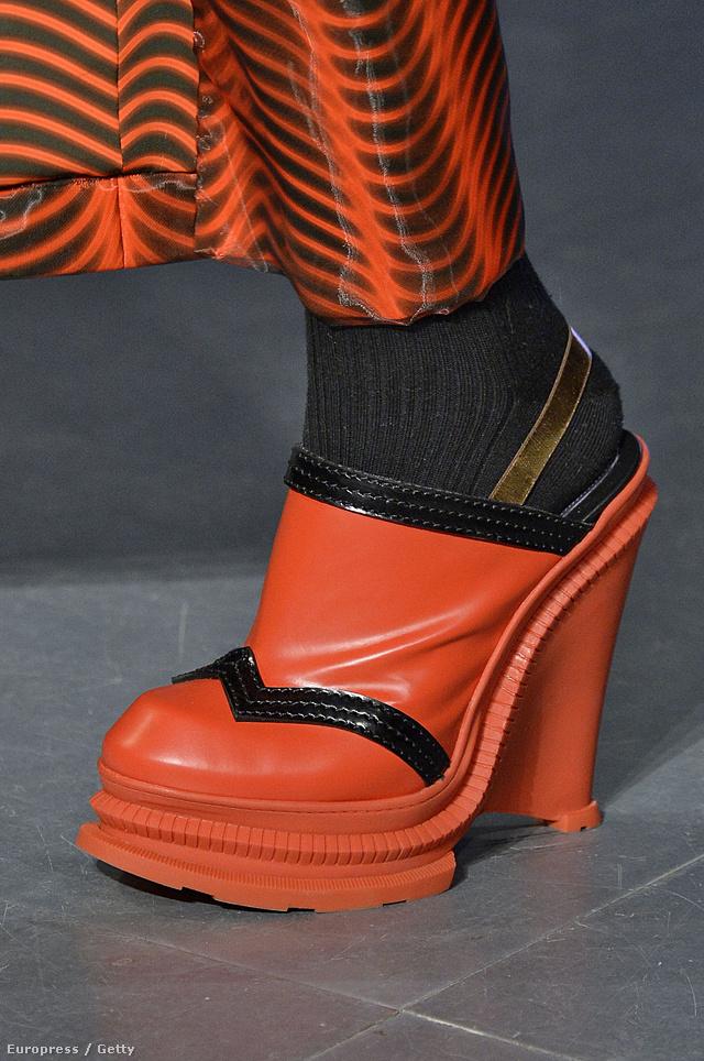 Vajon mire gondolt a Kenzo mikor összeházasította a Crocs papucsot a high-fashion fogalmával?