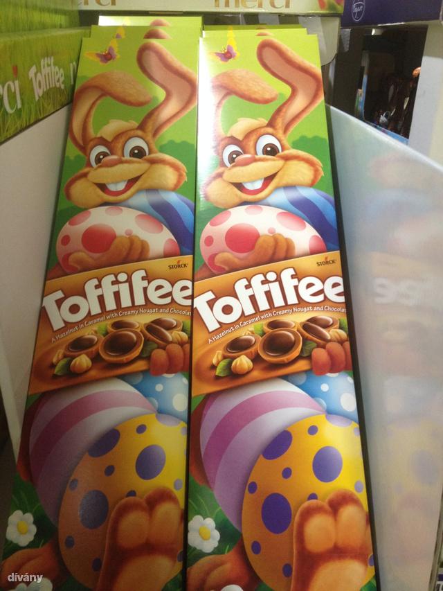 Toffifee csomag jó nagy és 1400 forint körül megvehető.