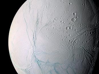 Hatalmas óceánt találtak a Szaturnusz holdján