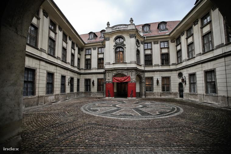 A Waffen-SS, a Gestapo és a Hitlerjugend magyarországi központja