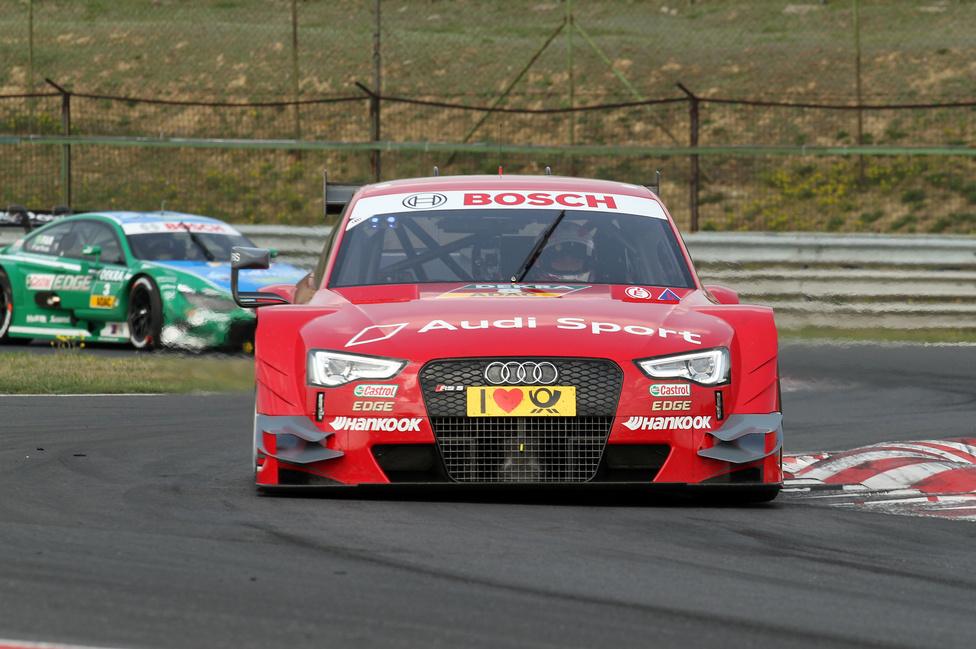 Az Audi a tükrön is spórol? A teszt egy részén Molinának a jobb, Greennek a bal hiányzott.