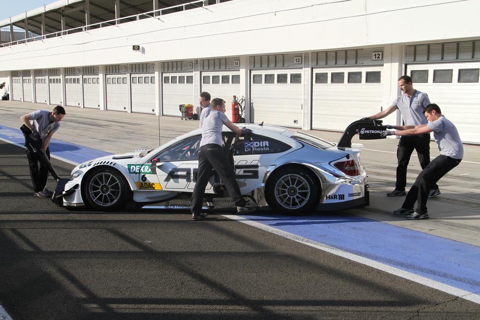 A vasárnapi rollout alkalmával a Mercedesnél ezt az egyetlen képet lőhettük a boxutcában.