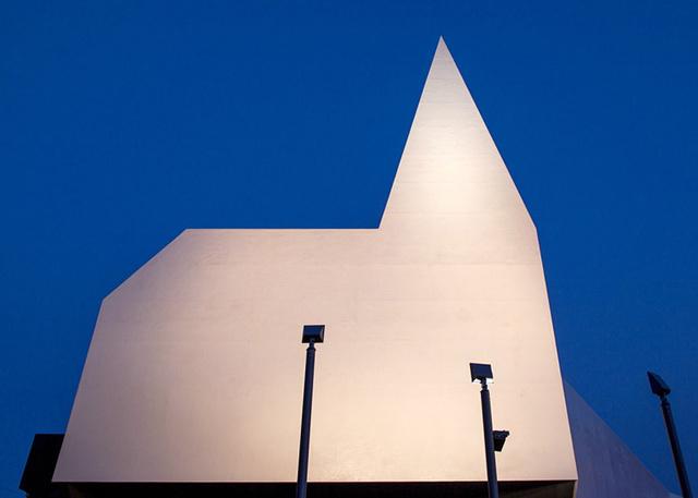 A tervezőkre hatással volt a japán origami művészet.