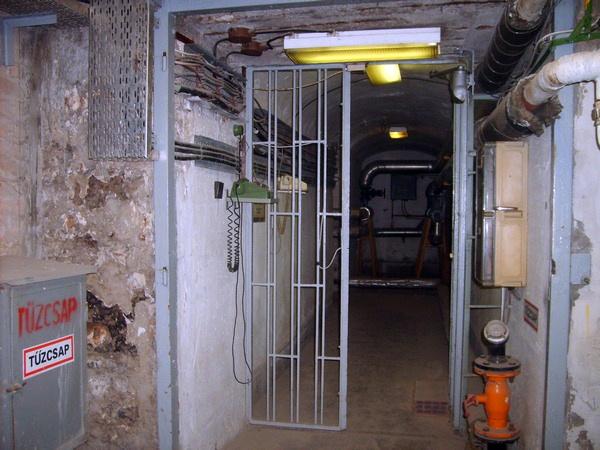 A Vár alatti titkos kormányóvóhely még ma is szigorúan őrzött objektum
