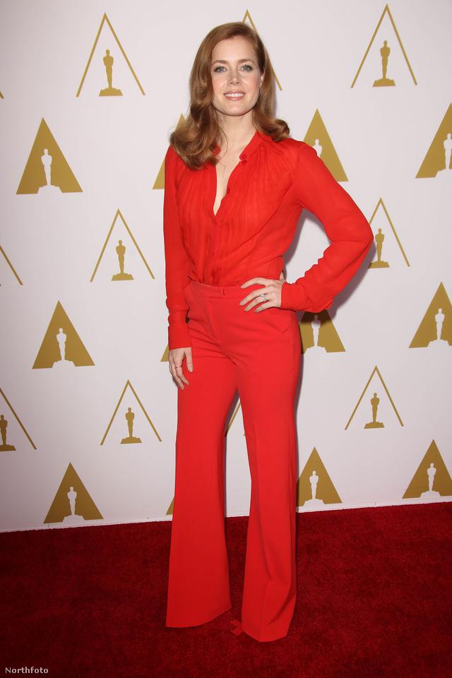 Amy Adams szereti az overálos trendet.