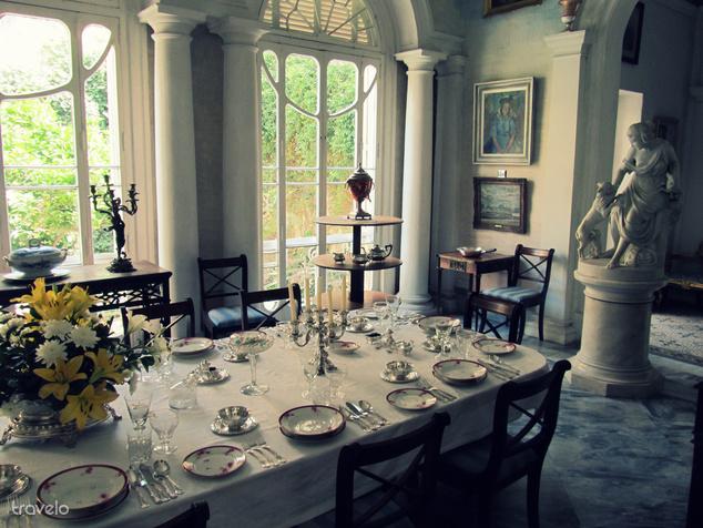 Gyönyörűen terített asztal a márki otthonában