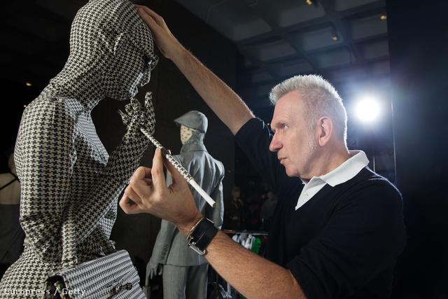 z elmúlt években szinte nem telt el úgy év, hogy a negyven éve a divat élvonalába tartozó Gaultier munkásságából ne rendeztek volna legalább egy kiállítást.