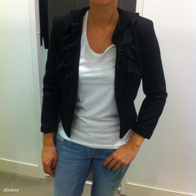 41b5eb9133 H&M: a legrövidebb blézer a boltban, kár, hogy tele van fodrokkal a  nyakrésze